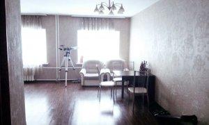 Сдается трехкомнатная квартира студия по проспекту Октября
