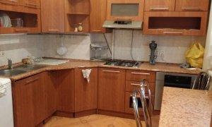Сдается двухкомнатная квартира на длительный срок по улице Гафури