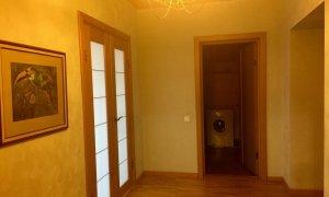 Сдается трехкомнатная квартира в Кировском районе.