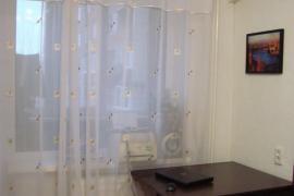 Сдается трехкомнатная квартира на длительный срок на проспекте Октября
